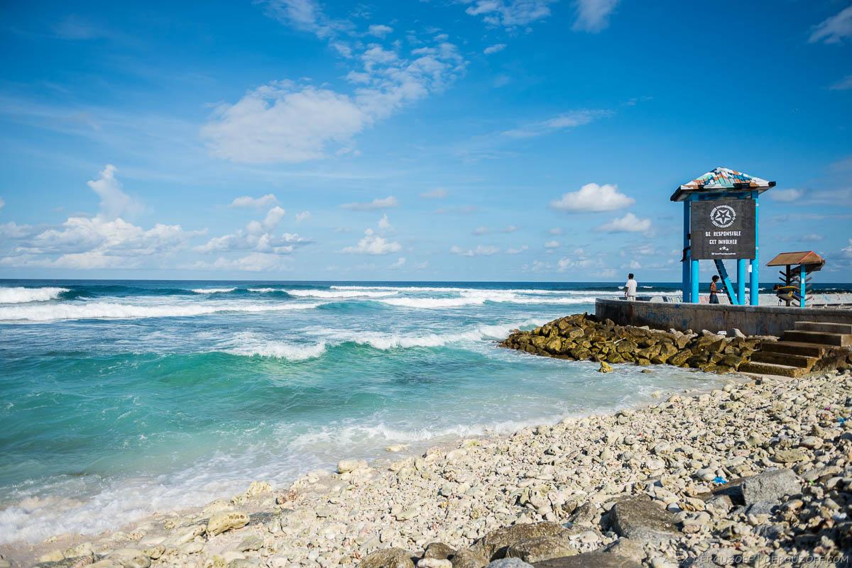 Вышка спасателей на берегу моря Мальдивы