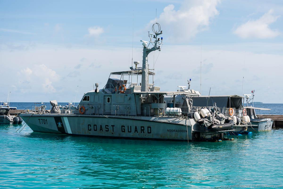 Военное судно на причале в Мале