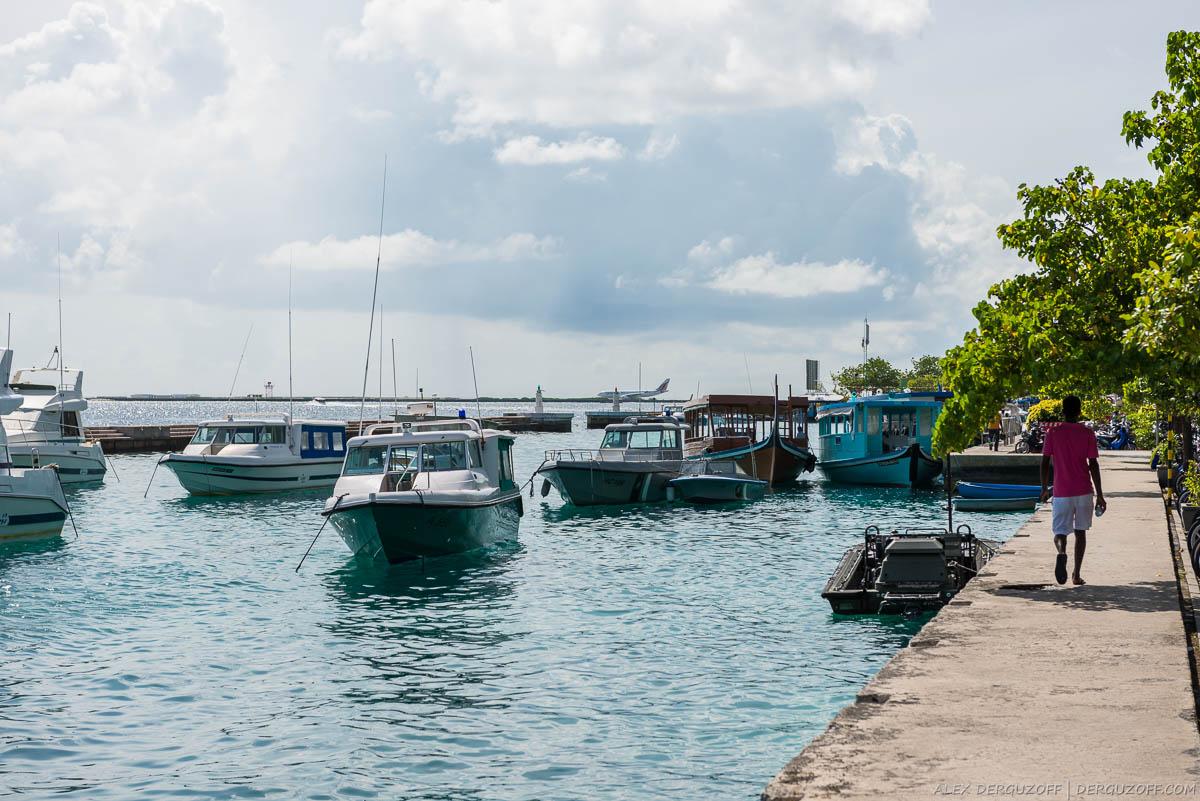 Вид на остров-аэропорт из города Мале Мальдивы