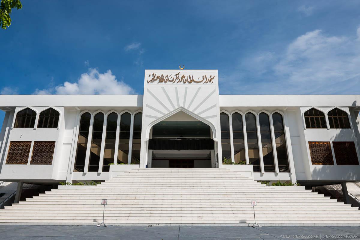 Центральный вход в мечеть великой пятницы Мальдивы Мале