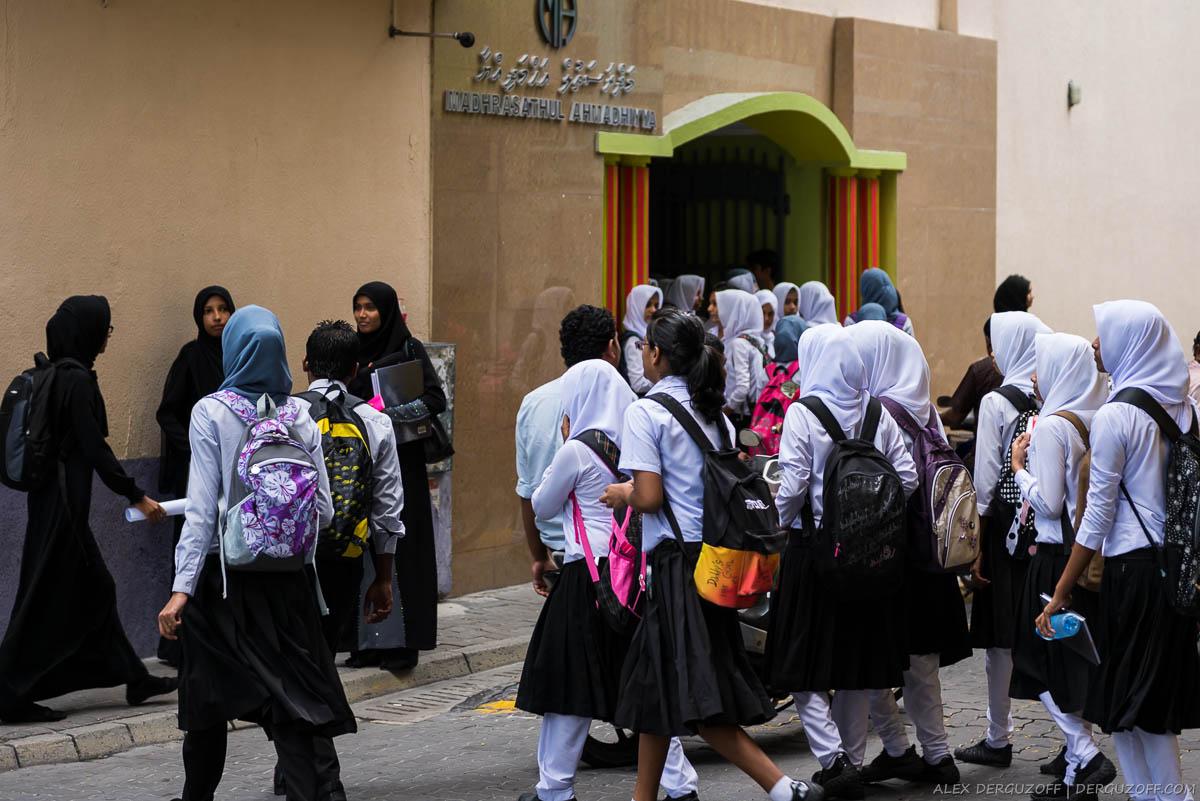 Мальдивские школьницы в хиджабах