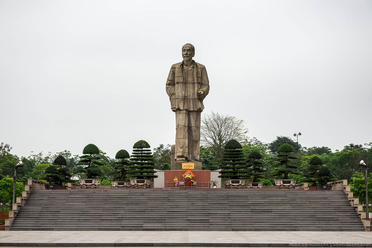 Хо Ши Мин памятник Вьетнам Винь