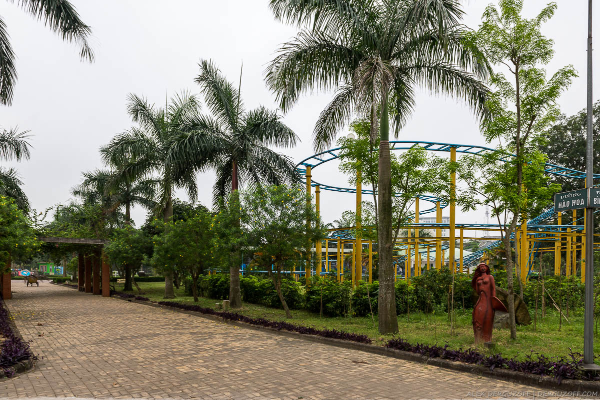 Американские горки в парке города Винь