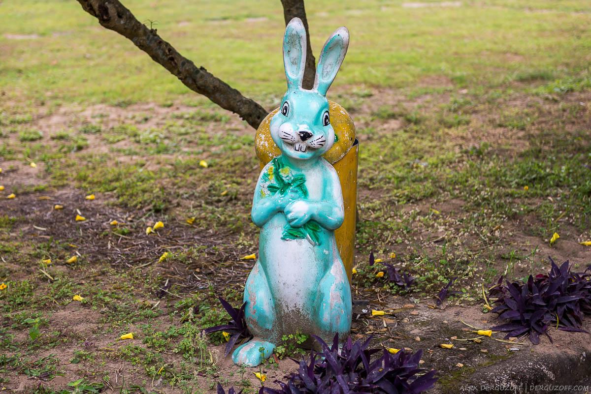 Страшный пластиковый заяц Вьетнам Винь