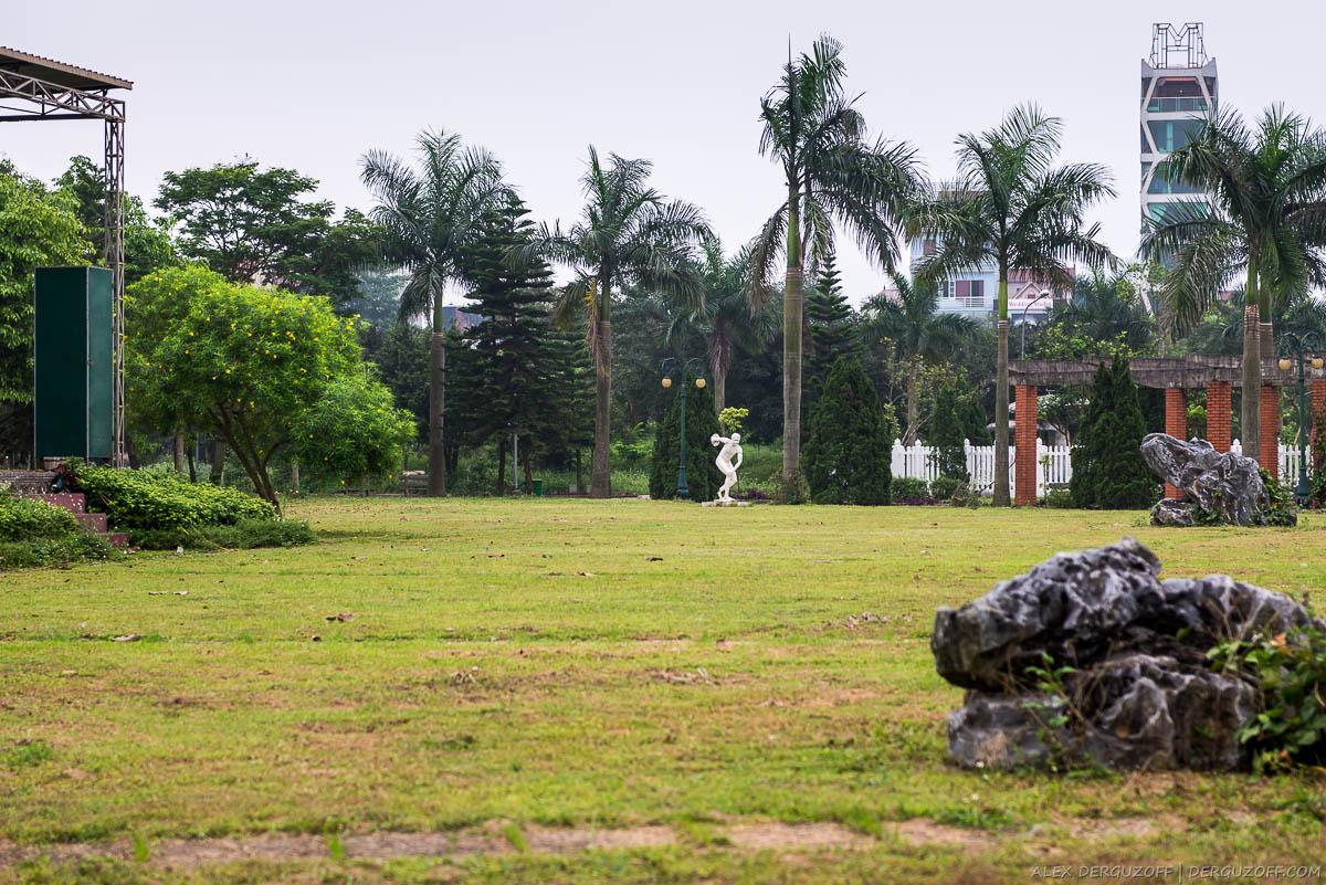 Парковая статуя метатель диска Вьетнам Винь