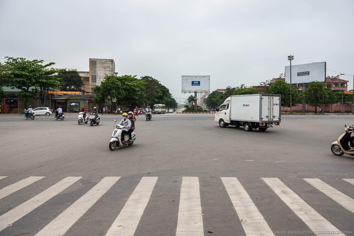 Перекресток с пешеходным переходом Вьетнам Винь