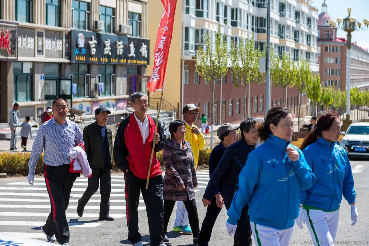 Китайцы с флагами