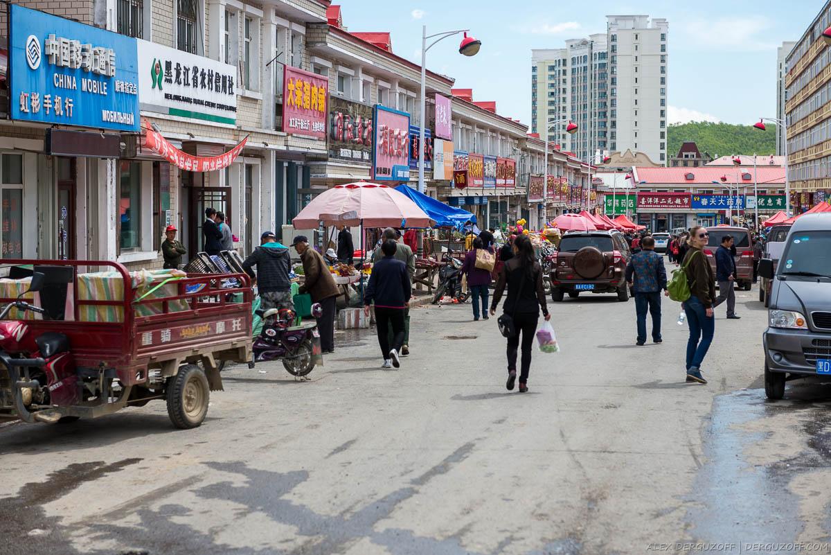 Улица с торговцами рыбой