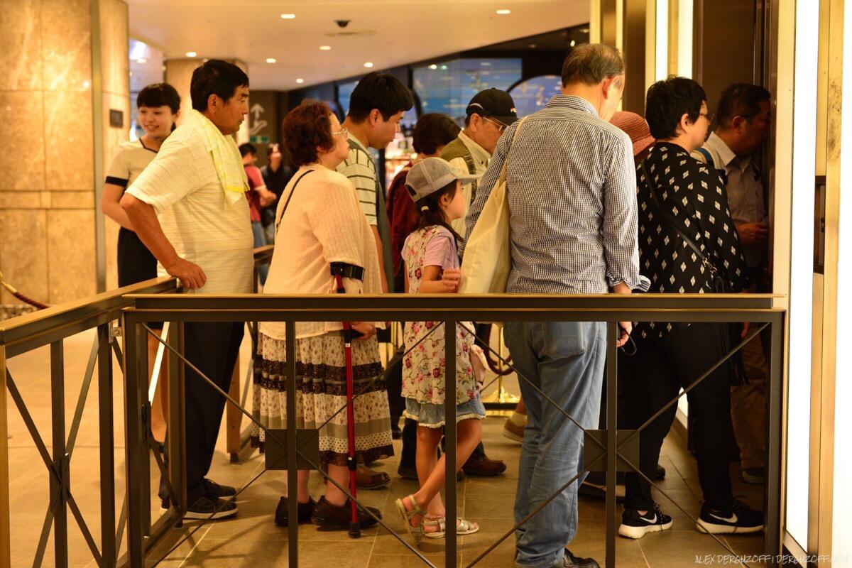 Очередь в лифт Токийская телебашня